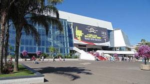 Cannes ouvrele palais des festivals aux SDF